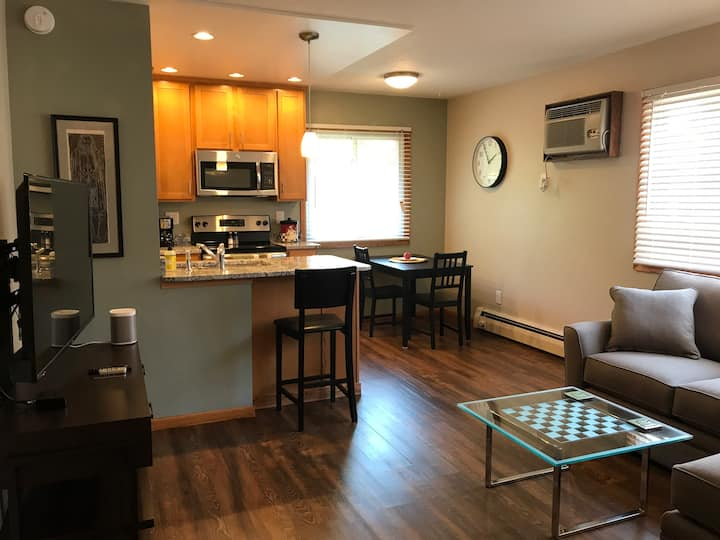 Private Apartment in Uptown - Lakes, Nightlife etc