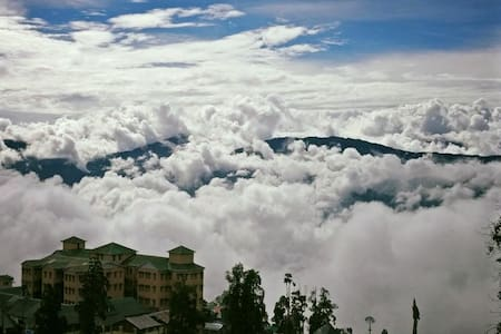 Live in the clouds - a colonial feel at the Mall - Darjeeling