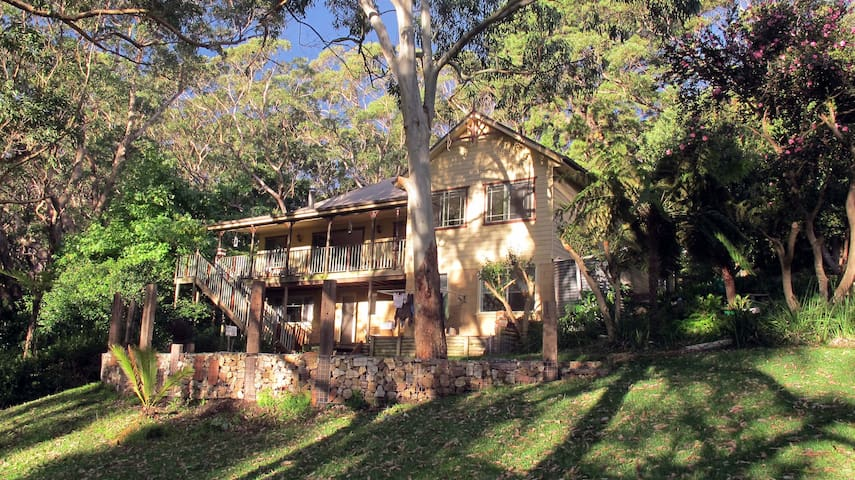 YellowtailStay - The Red Room - Stanwell Tops - Casa