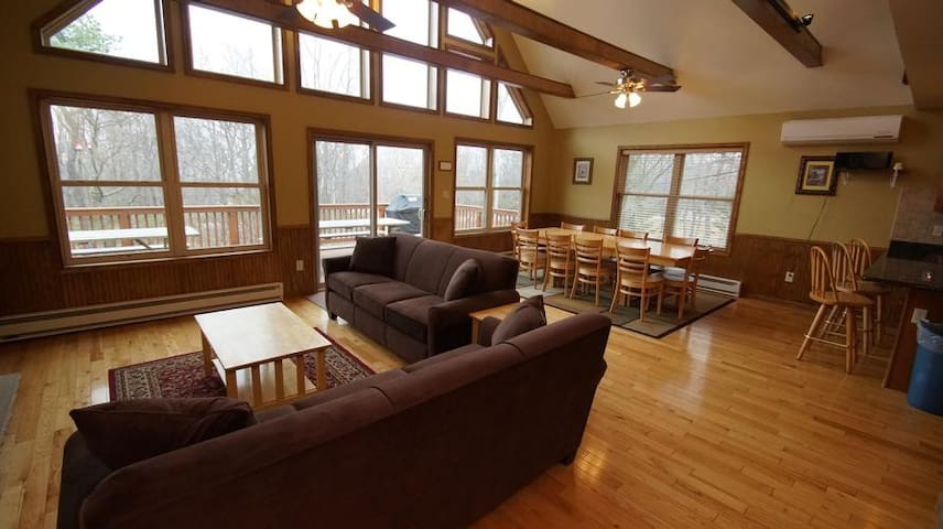 Bright, Cozy, Family-Friendly Home w/ 6BR + Loft! - Lake Harmony