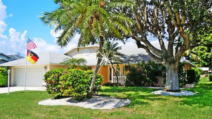 Villa in SE Cape Coral with dierect access to the River and Gulf of Mexico