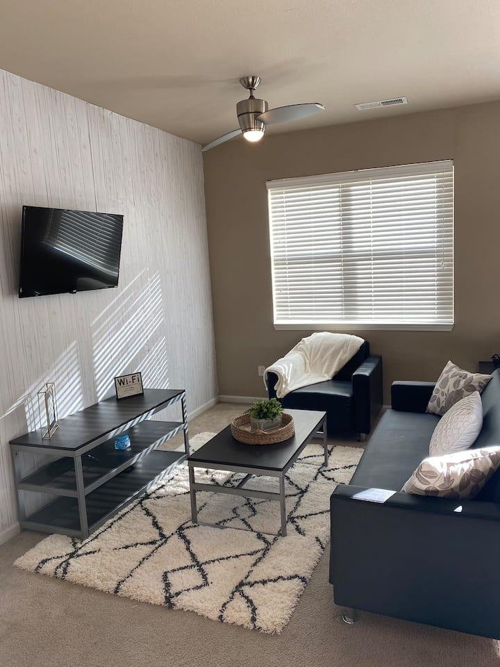 Spacious 2 BR Near Downtown Indy – 7 Min Walk