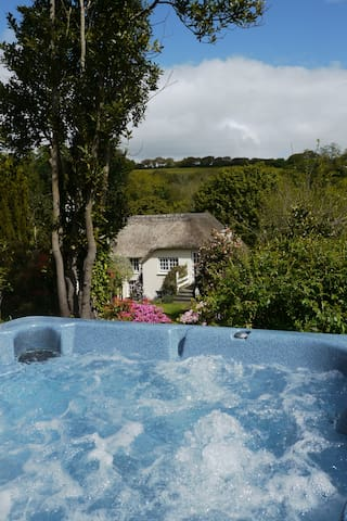 Stunning Thatch Cottage With Hot Tub Nr Falmouth - Cusgarne  - Huis