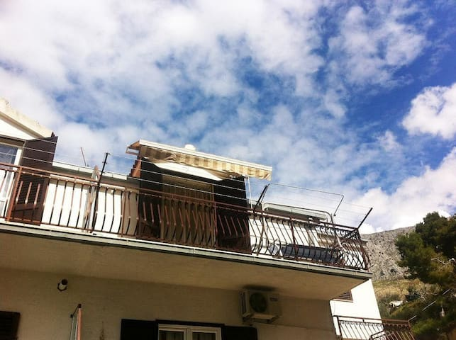 Two bedroom apartment with balcony and sea view Dugi Rat, Omiš (A-11443-a) - Dugi Rat - Leilighet