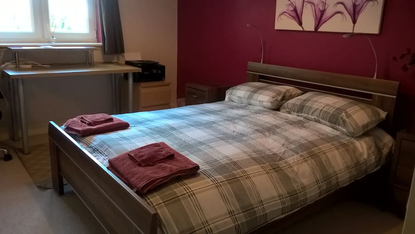 Nice Room in Modern Apartment - Edimburgo - Apartamento
