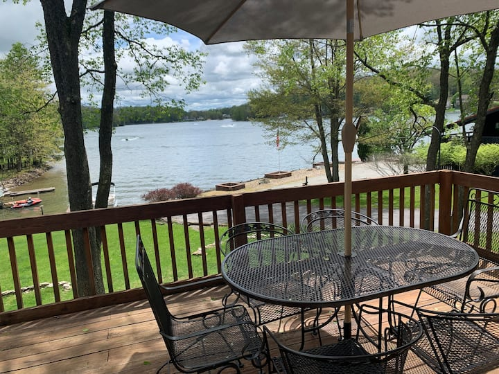 Lakefront 4BR Cottage- Kayak, Fish, Pet Friendly