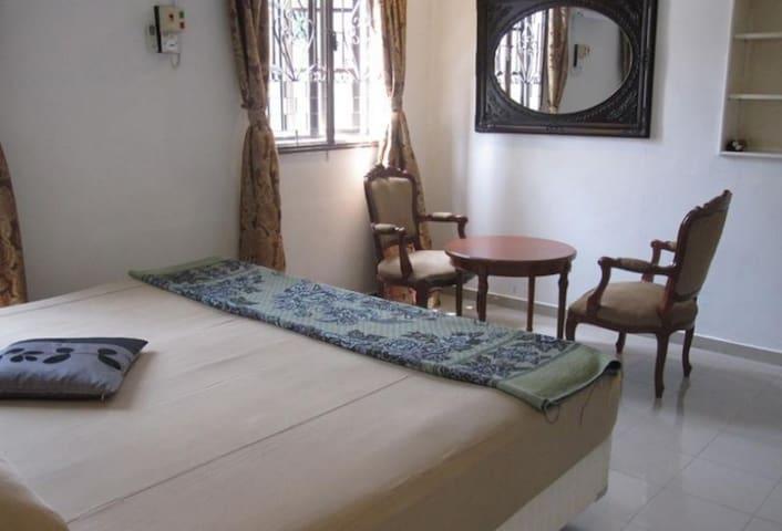 Oriental riverside guesthouse