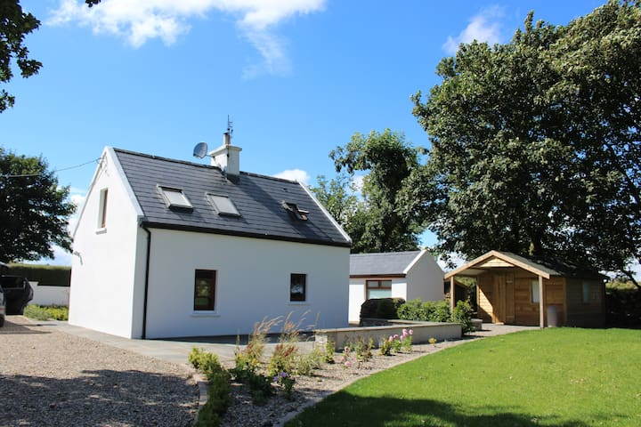 Cosy cottage with view of the Galtee mountains