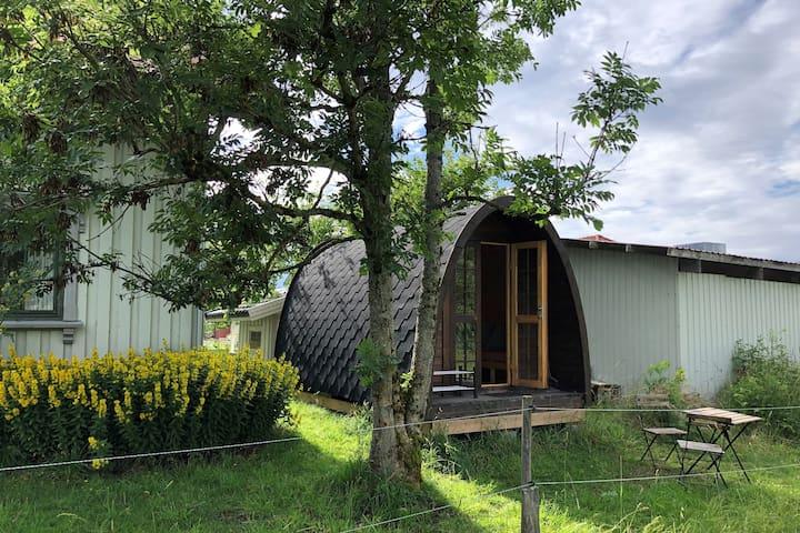 Hytte i hagen på småbruk - ideell skrivestue