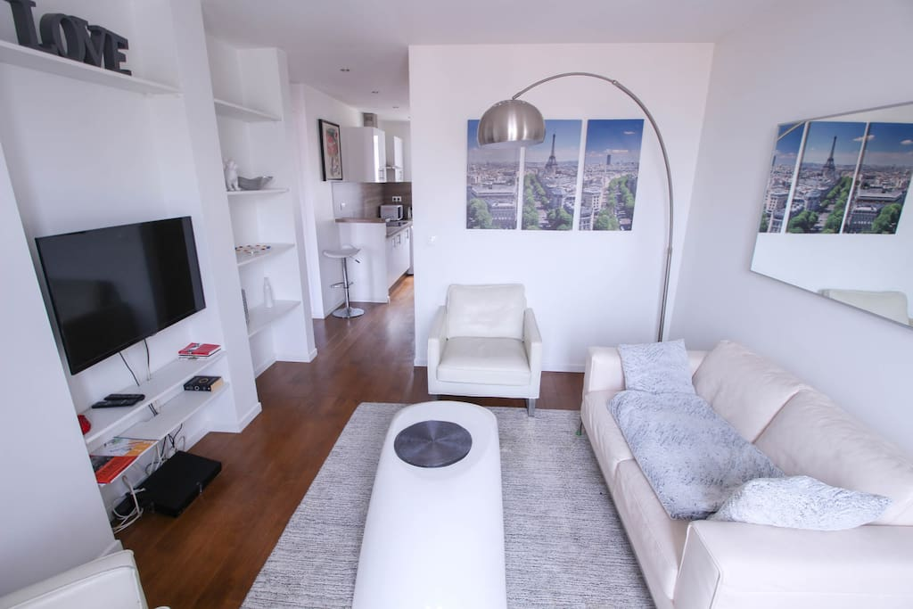 Living room with flat screen TV and cable