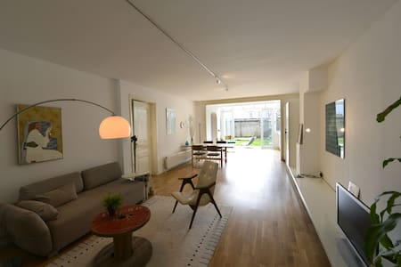 2B large GARDEN apt close to beach&centre,hip area - Den Haag - Huis