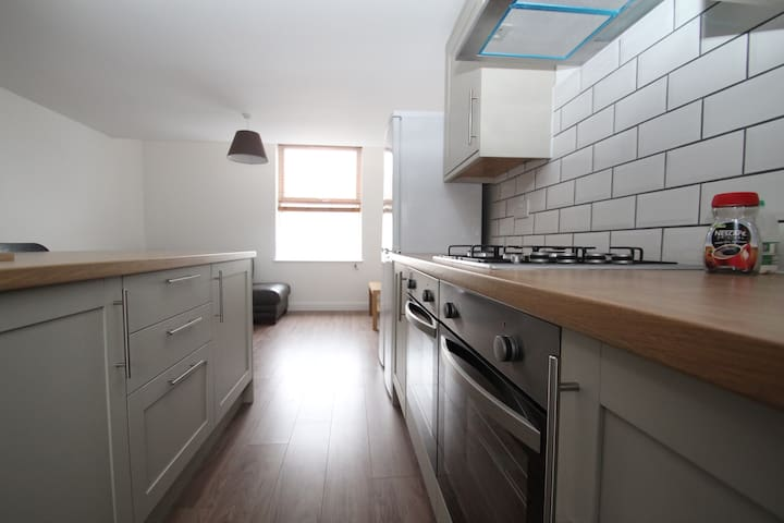 Lovely double room 1, new highly refurbished house - Portsmouth - Rumah Tamu
