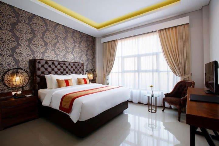 Superior Room (queen bed)