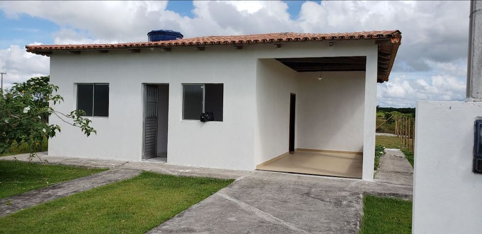 Casa de 2 quartos nova a 300 metros da praia