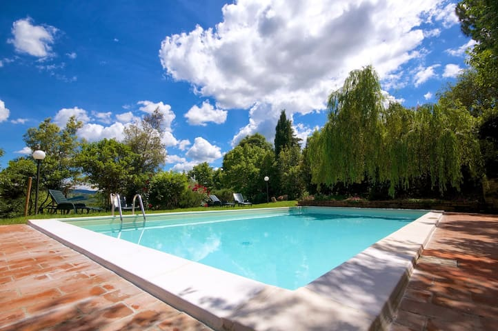 House holidays in Val d'Orcia private pool