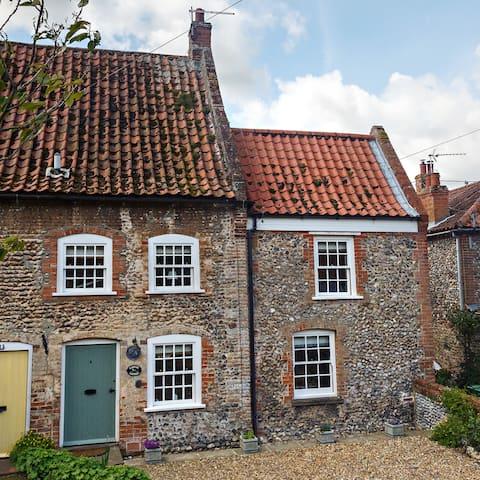 Wagtail Cottage - 2 Bed, 1 Bath, Garden & Parking