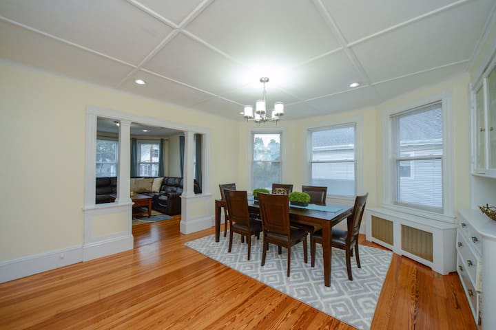 Huge, Clean & Modern 5 BR/2BA - 15 mins to BOSTON
