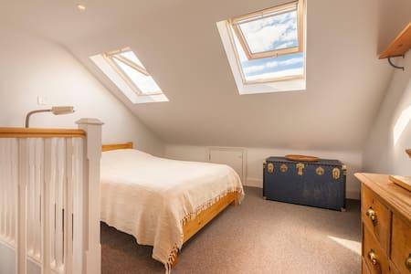Large, private room - en suite, close to transport - Londres - Casa