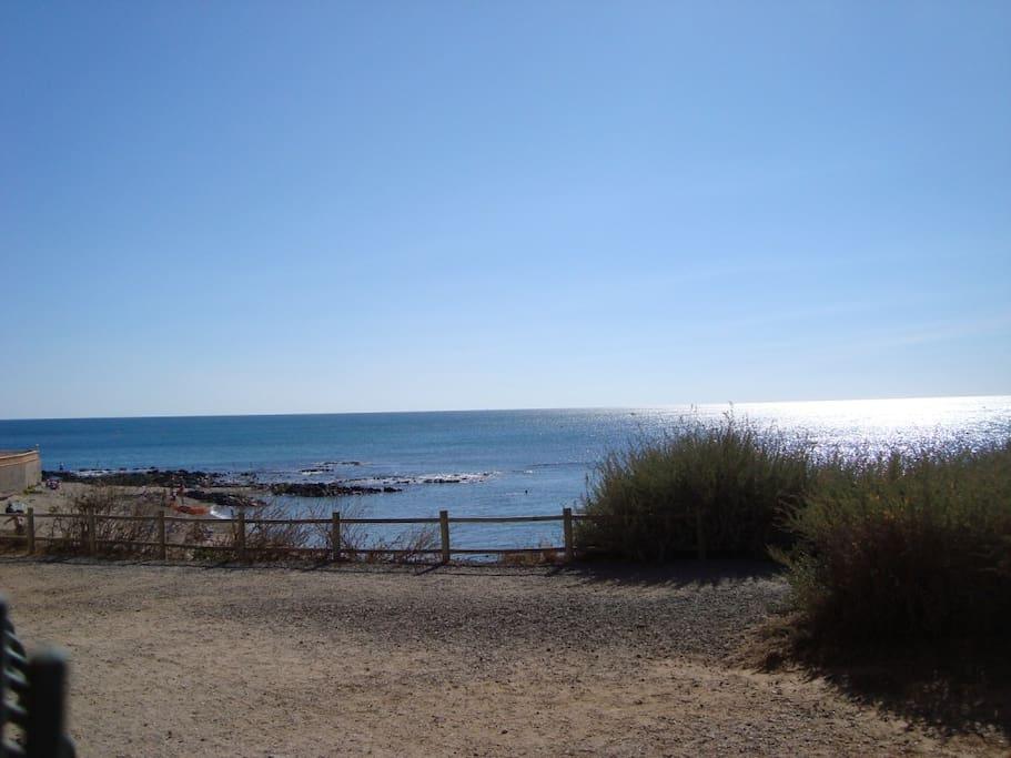 T3 avec jardin pleine vue mer ds res avec piscine flats for Cap d agde jardin
