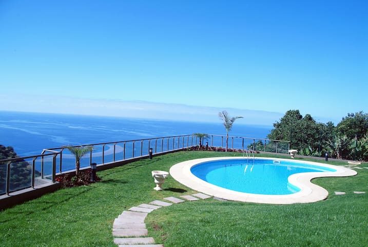 Camacho's Luxury Plaza Apartment - Estreito da Calheta - Appartement