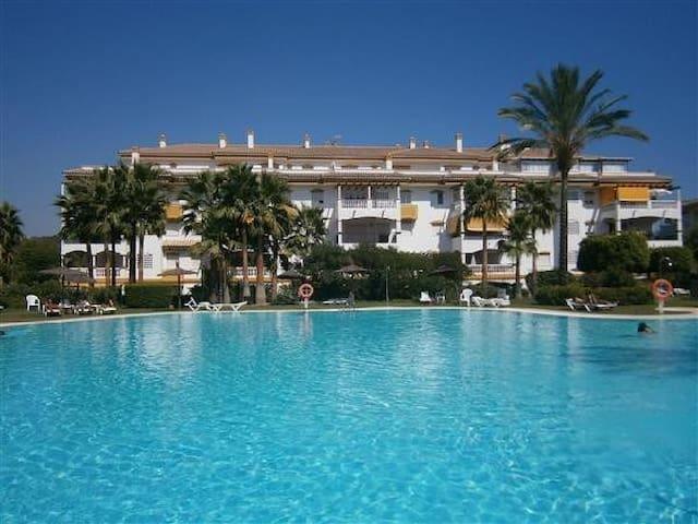 Precioso ático en Puerto Banus- Marbella - Marbella - Apartamento