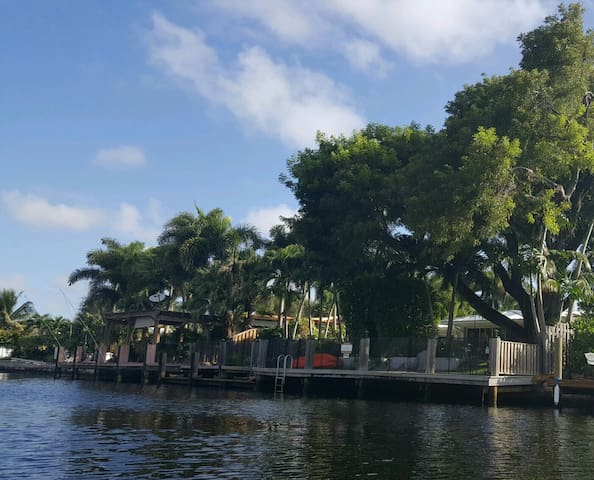 Private Dock with access to the Intercoastal and kayaking/boating around the island