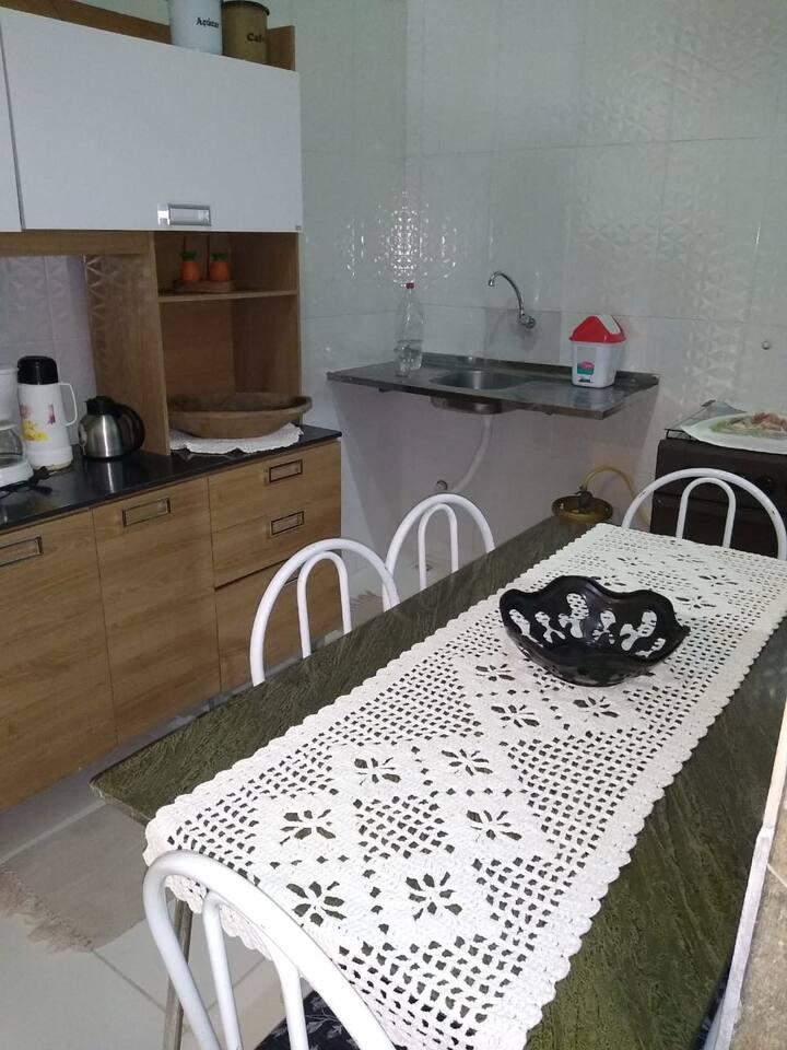 Casa individual,com capacidade para 8 pessoas.