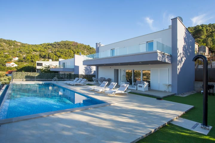 Luxury Blue Villa Sapphire with Private Pool Vis