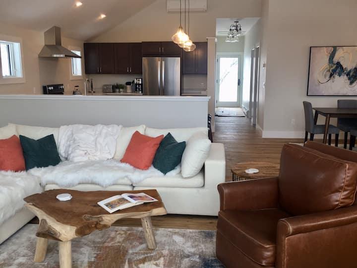 BRAND NEW! Beautiful Luxury Home in Stowe