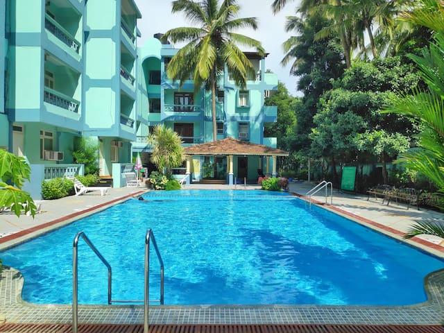 AC Apartment with Pool near Calangute Beach⛱