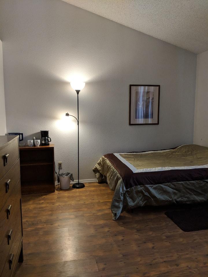 Private Room w/ Private Bath (Sunrise - Room #21)