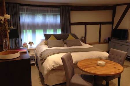 Stunning Twin/Super-king bedroom - Taplow