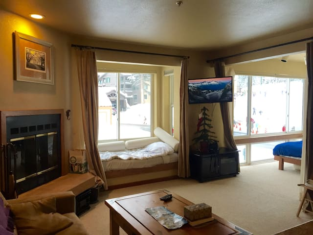 Studio Condo. Sleeps 3. Slopeside - Kirkwood - Daire