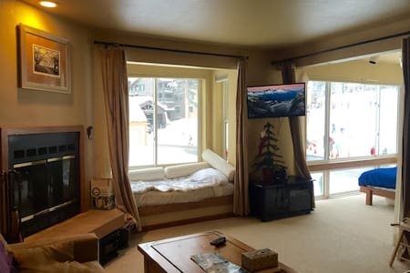 Studio Condo. Sleeps 3. Slopeside - Kirkwood