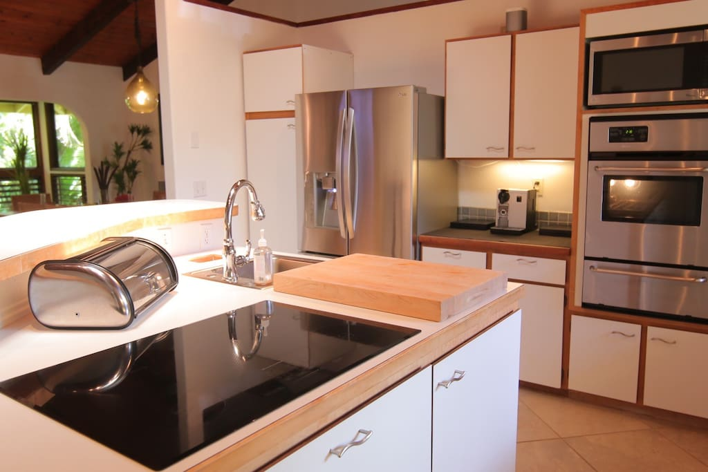 Electric stovetop, convenient 2nd sink, Microwave, wall oven.