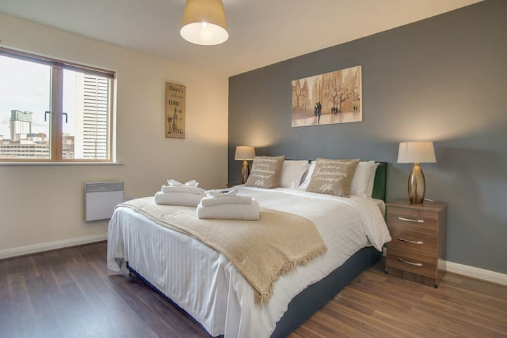 First HouseA 2 bedroom EnSuite Centre Apartment