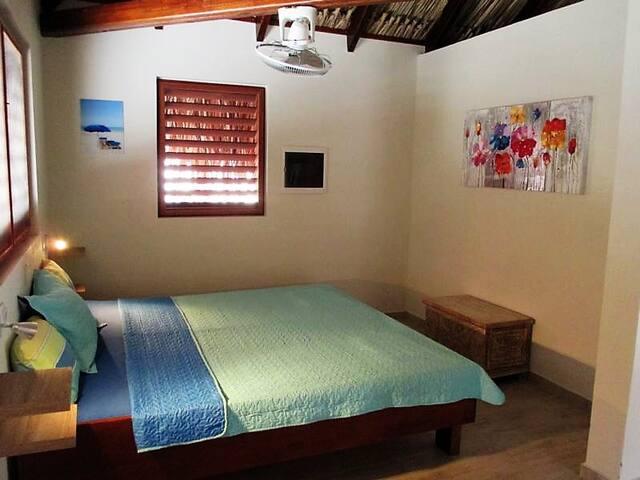 Gemütliches Schlafzimmer /  Comfortable Bedroom