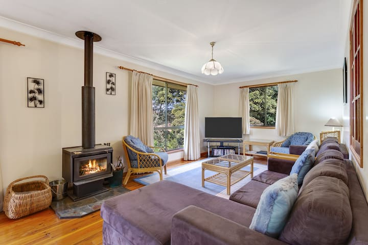 Cedar Lodge - Cosy Mountain Family Retreat