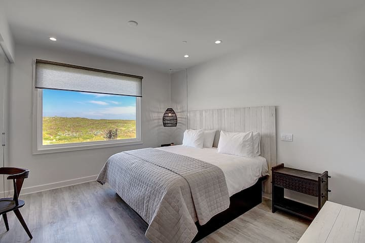 Lively Beach Studio Efficiency King Bed