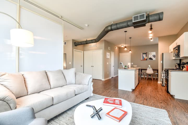 Kasa | Plano | Beautiful Studio Apartment