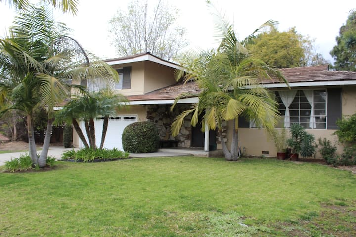 Large Room with Private Bath/Central Orange County