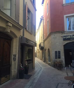 Beau studio au cœur de l'écusson de Nîmes - Apartament