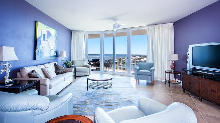Luxurious Two Bedroom Condo with Magnificent View of Ono Island
