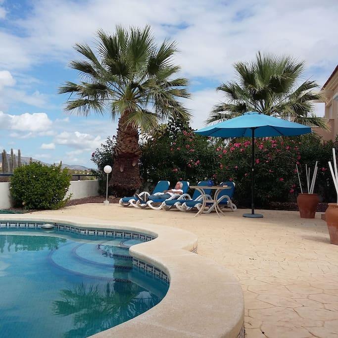 Ons terras aan het zwembad