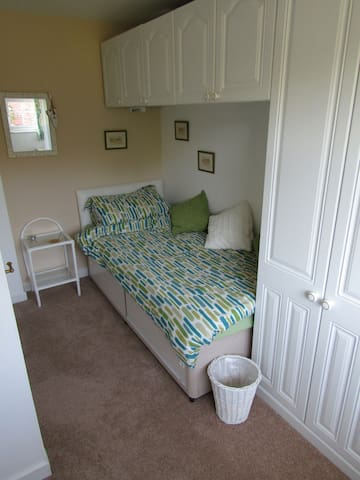 Spacious and Comfortable Single Bedroom - Bromsgrove - House