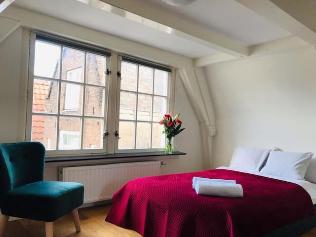 Lovely room in the center of amsterdam