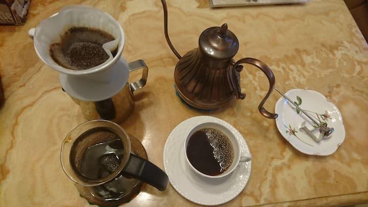 咖啡天堂!田野6人套房,蕃茄咖啡民宿離台東車站車程3分鐘,近台東森林公園,鬧中取靜