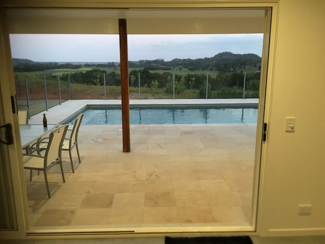 New Luxury studio - pool, views and close to Byron - Mooball - Konukevi