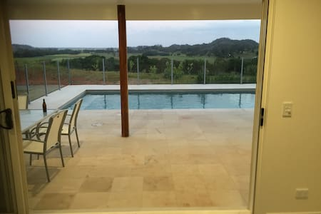 New Luxury studio - pool, views and close to Byron - Mooball