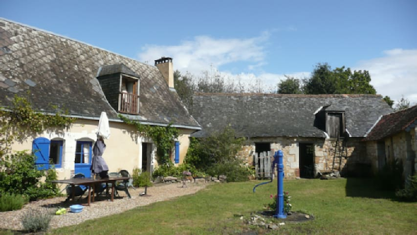 Ancient farmhouse in quiet private country setting - Le Lude